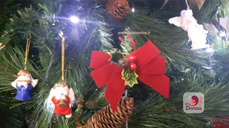 decorazioni albero natale angeli fiocco rosso bianco