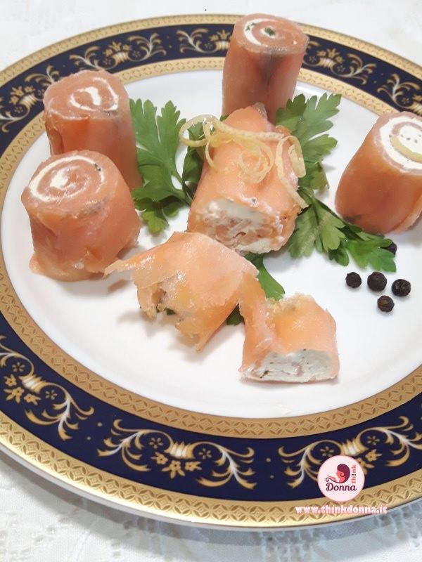 bocconcini di salmone finger food piatto pronto prezzemolo fresco pepe nero antipasto