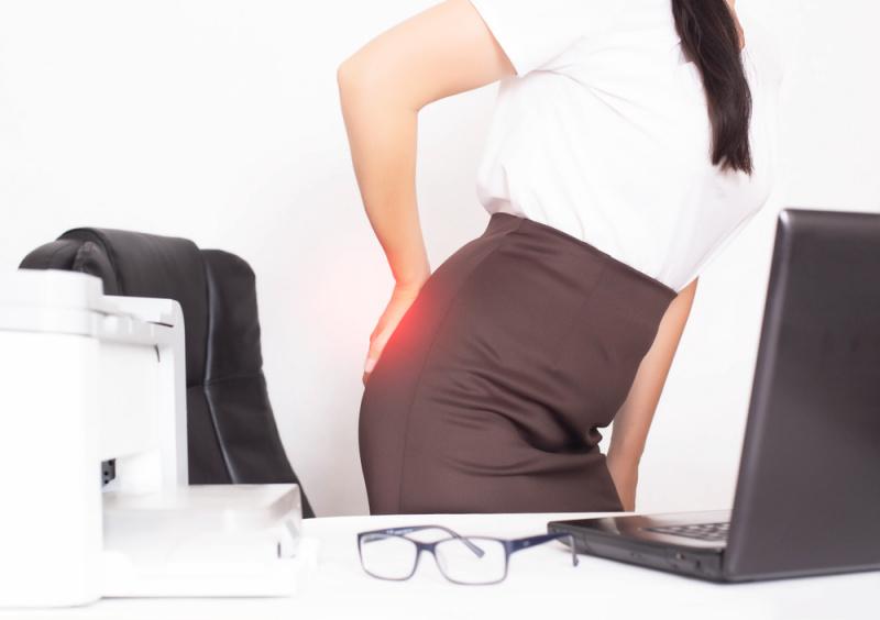 donna ufficio dolore emorroidi