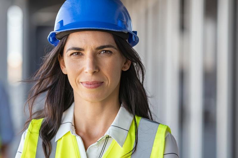 viso donna lavoratrice casco