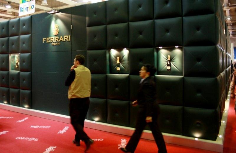 Il Trento DOC in Italia e nel mondo: storia del concorrente dello champagne spumante Ferrari