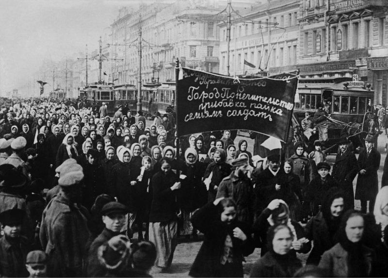 8-marzo-1917-a-san-pietroburgo-le-donne-della-capitale-guidarono-una-grande-manifestazione-durante-la-rivoluzione