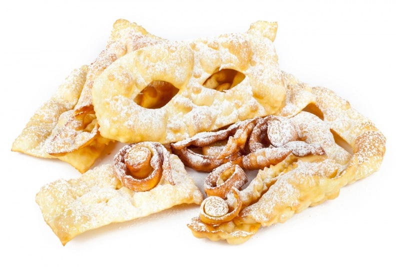 chiacchiere di carnevale frittelle dolci mascherine zucchero a velo