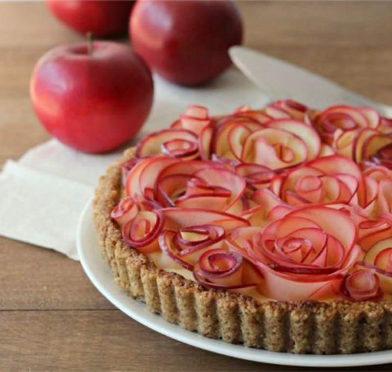 Crostata rose di mele Il menu di San Valentino per preparare una cena romantica