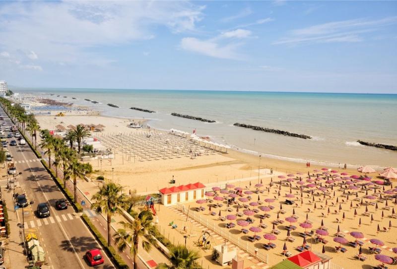 spiaggia mare Montesilvano Abruzzo lido ombrelloni