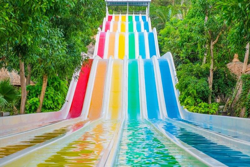 acquascivoli colorati parco acquatico acqua park