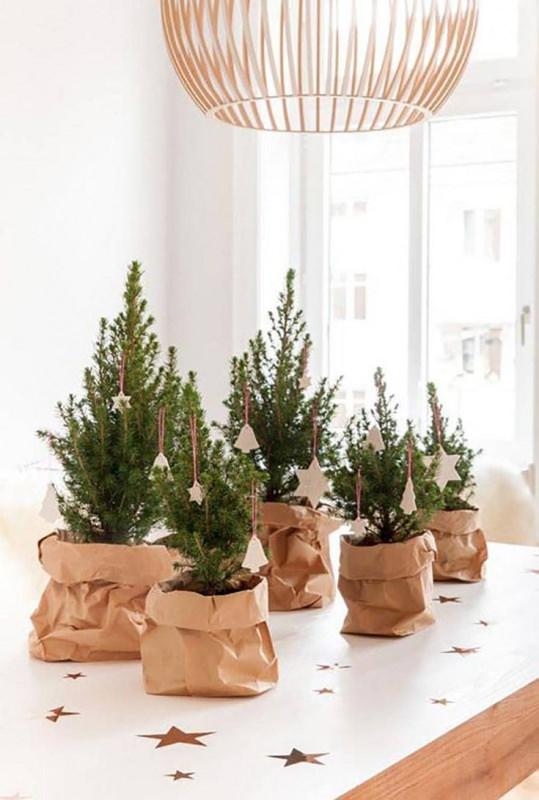 mini conifere alberi sacco carta stelle decorazioni Albero di Natale in stile scandinavo | Decorazioni natalizie nordiche