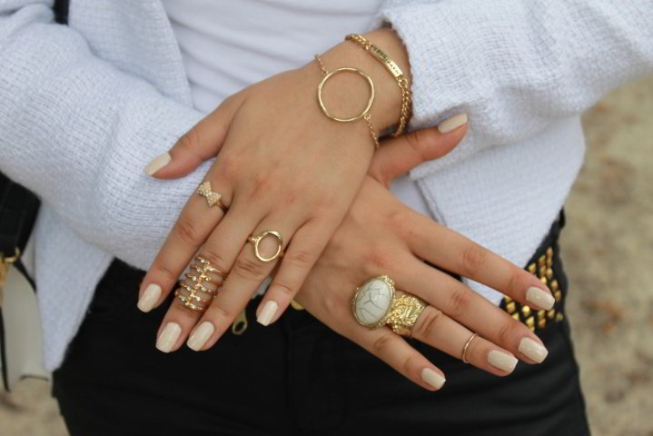 Gli accessori moda, le tendenze principali della prossima stagione primavera estate 2018 anelli oro fiocco strass pietra
