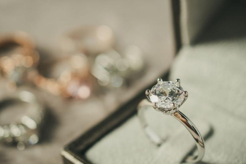 anello diamanti oro bianco scatola regalo anelli