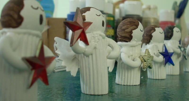 decorazioni natalizie angeli fatti con la pasta rigatoni farfalle chifferi sfera di legno bianco addobbi albero natale