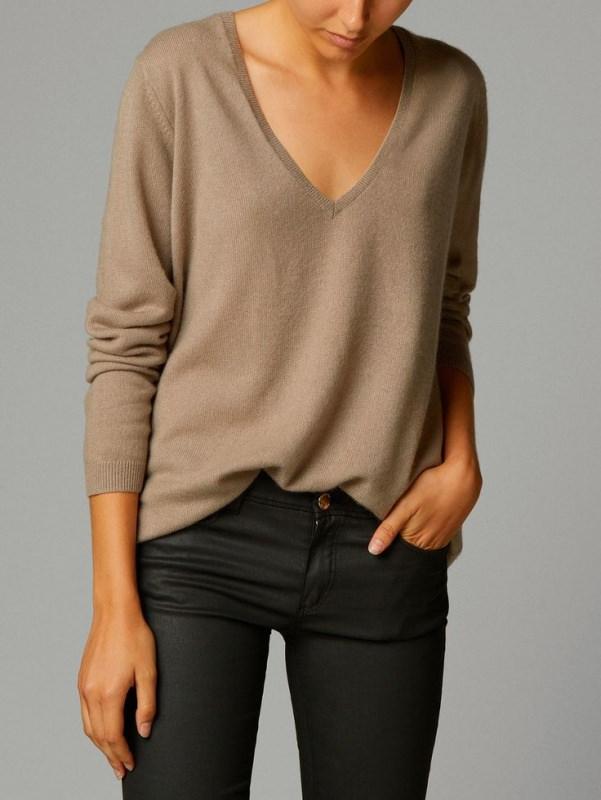 Il manuale del guardaroba perfetto donna maglione cashmere grigio pantalone nero