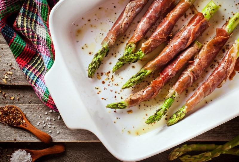 asparagi avvolti prosciutto crudo pirofila