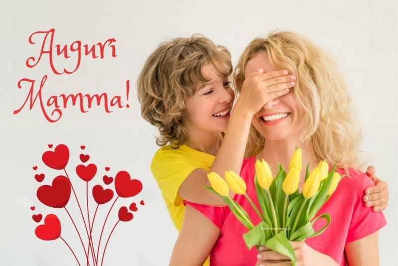 biglietto auguri mamma bambino regala tulipani gialli donna sorriso