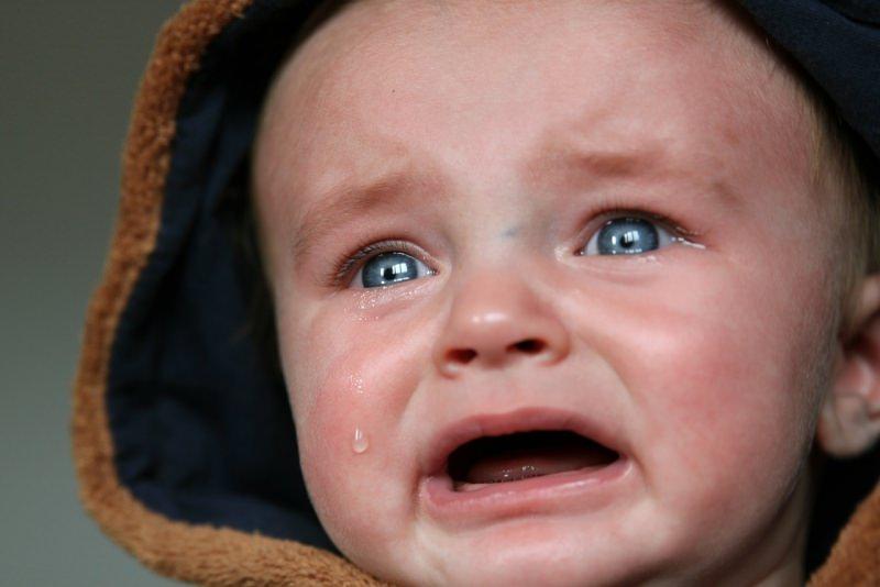 dolore dentizione primi dentini pianto