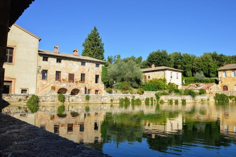 Trip tips | Un weekend d'autunno romantico in Toscana - Parte 1 Bagno Vignoni Piazza delle Sorgenti vasca termale