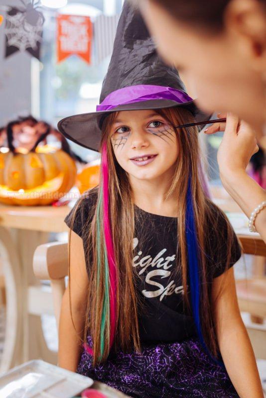 mamma trucca viso figlia bambina trucco halloween strega