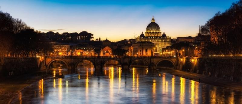 Roma vista bellisismo tramonto Tevere Cattedrale San Pietro
