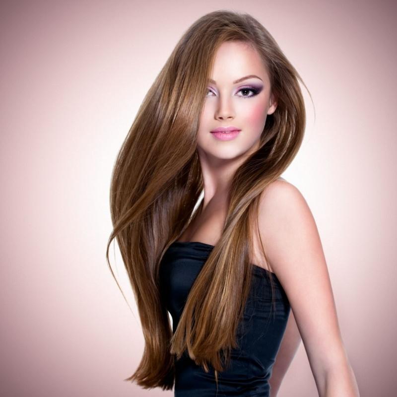 bellissima donna capelli lunghi lucenti