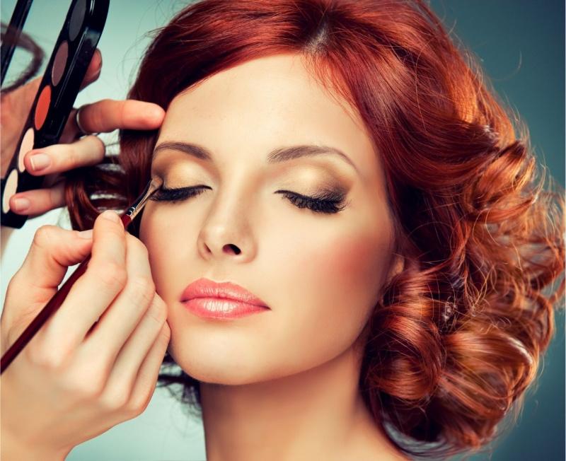 bella donna capelli rossi trucco occhi make up