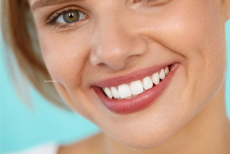 sorriso bocca belle labbra naturali occhi verdi
