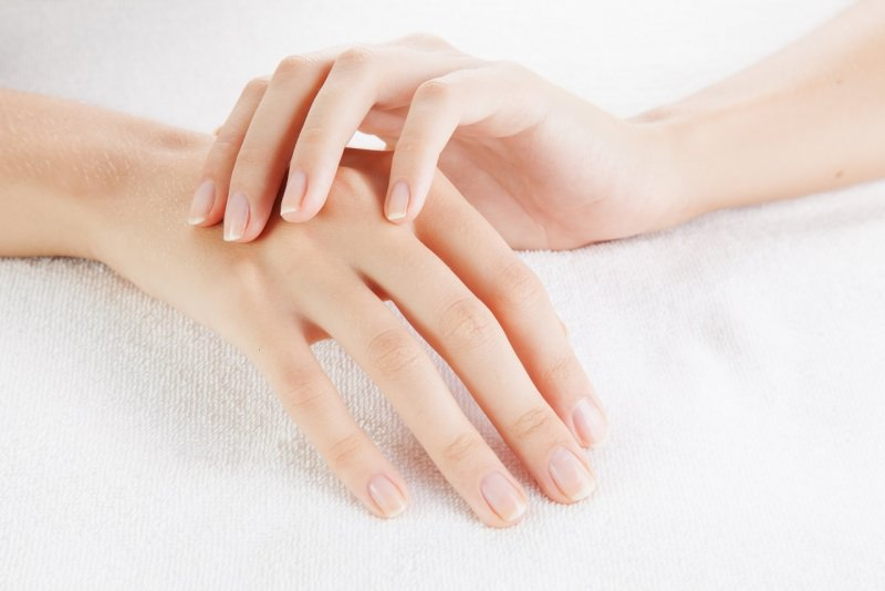 belle mani donna pelle di seta manicure perfetta
