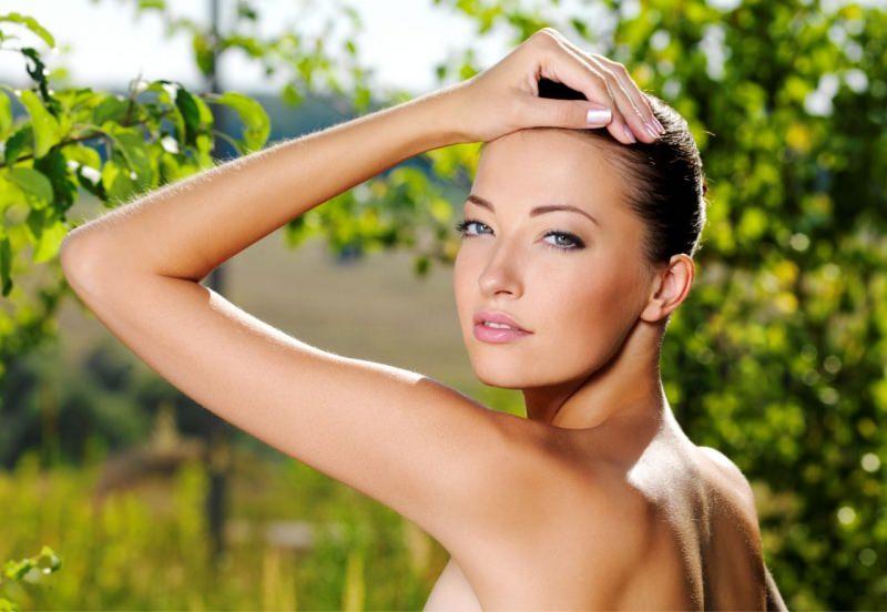 bellezza donna viso natura foglie verdi cura corpo