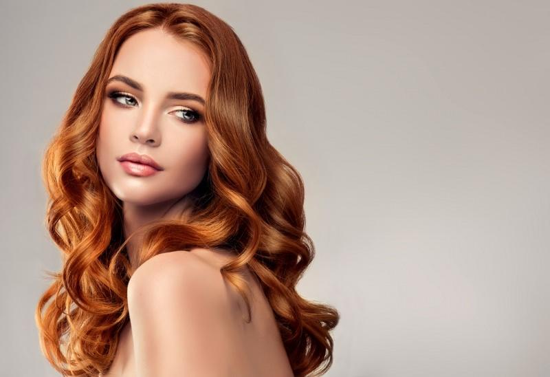 bellissima donna meravigliosi capelli rossi seta occhi azzurri