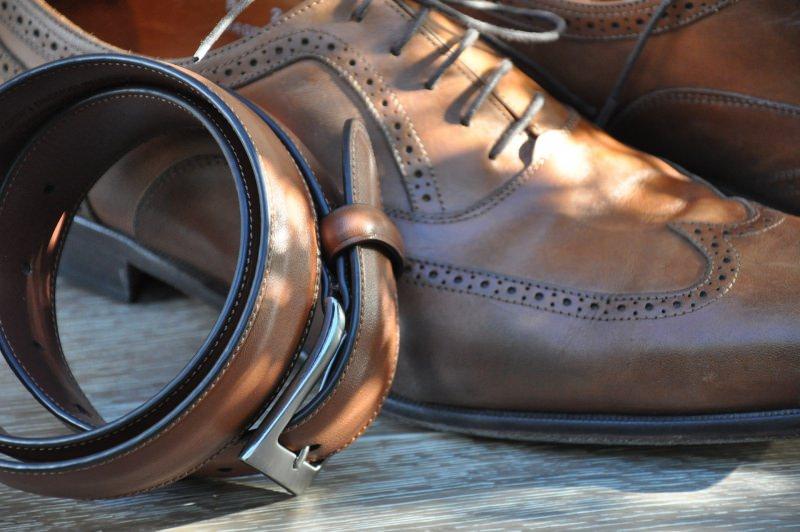 Le migliori idee regalo per la Festa del papà cintura scarpe stringate cuoio