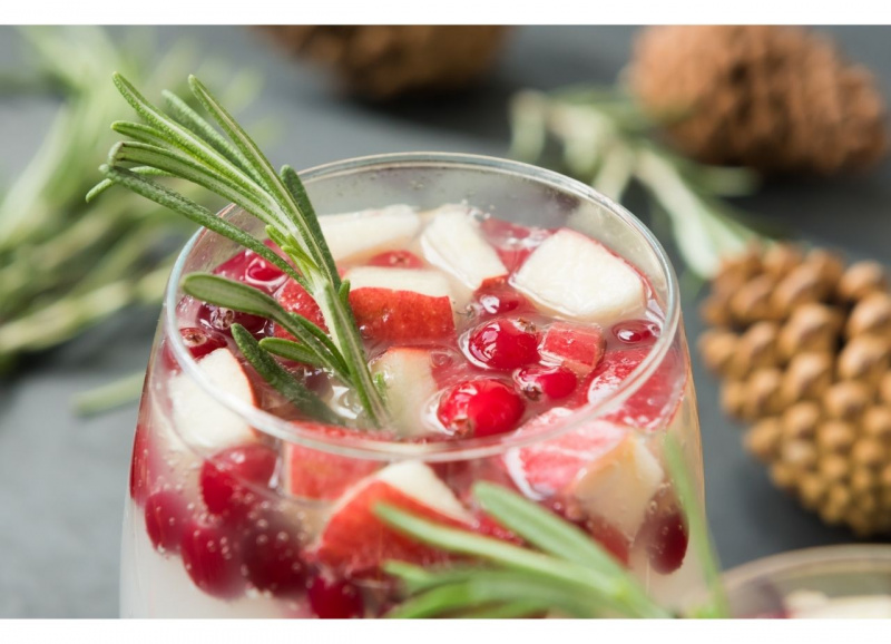 sangria di natale liquore triple sec ribes mela rosmarino