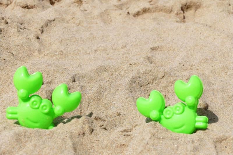 Attività da Fare al Mare con il Tuo Bambino sabbia formine plastica verde a forma di granchio