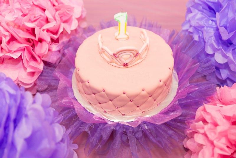 torta primo compleanno rosa corona principessa fiori candela uno