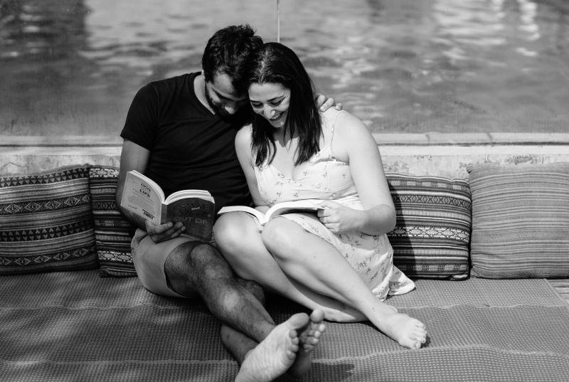 San Valentino: le nostre idee regalo per lui coppia legge libri lettura