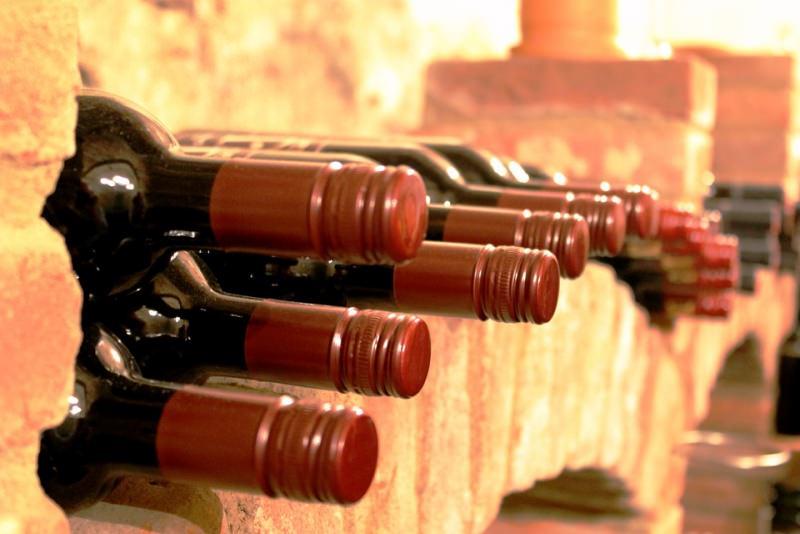 bottiglie vino rosso cantina biologico