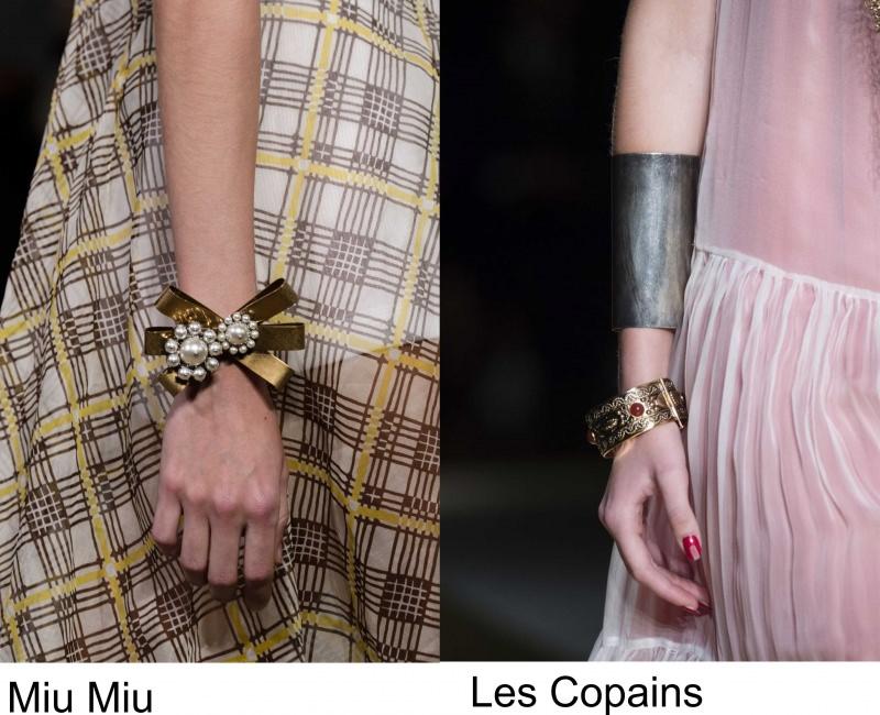 Gli accessori moda, le tendenze principali della prossima stagione primavera estate 2018 sfilata Miu Miu fiocco oro perle bracciale schiava acciaio oro pietra rossa Les Copains