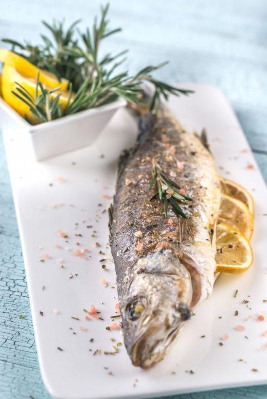 branzino al forno limone rosmarino piatto pronto pesce