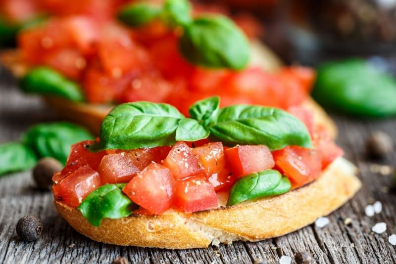bruschetta pane pomodoro basilico