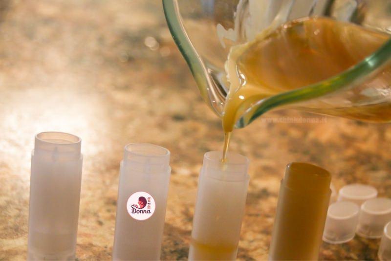 preparazione burrocacao lip balm naturale caraffa versa oli stick plastica