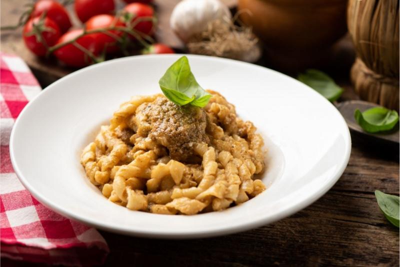 busiate pesto alla trapanese pomodori aglio primo piatto pronto