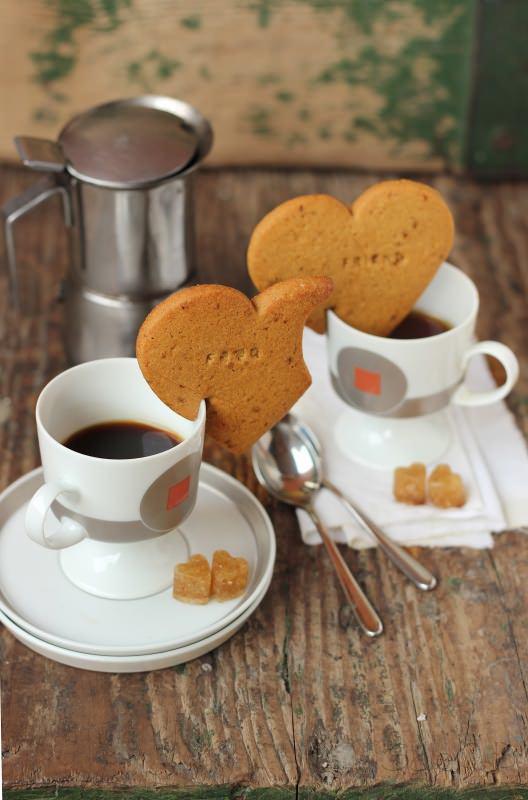 Frollini da tazza a forma di cuore tazzine per due caffè Il menu di San Valentino per preparare una cena romantica