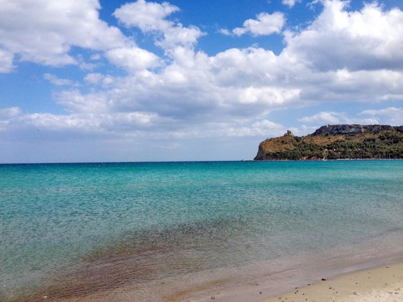 La magia del Mediterraneo: le meraviglie da vedere in Sardegna spiaggia del Poetto