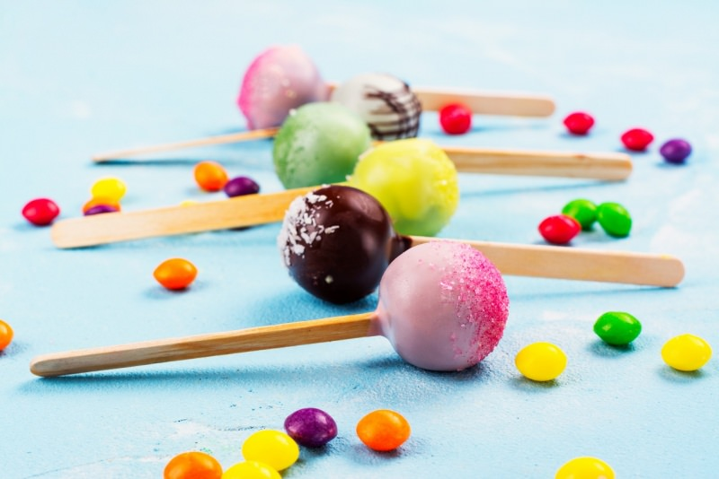 cake pops colorati smarties cioccolatini