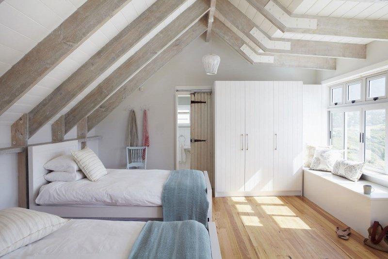 Famiglia numerosa: come ottenere più spazio e ampliare casa stanza da letto camera sottotetto mansarda