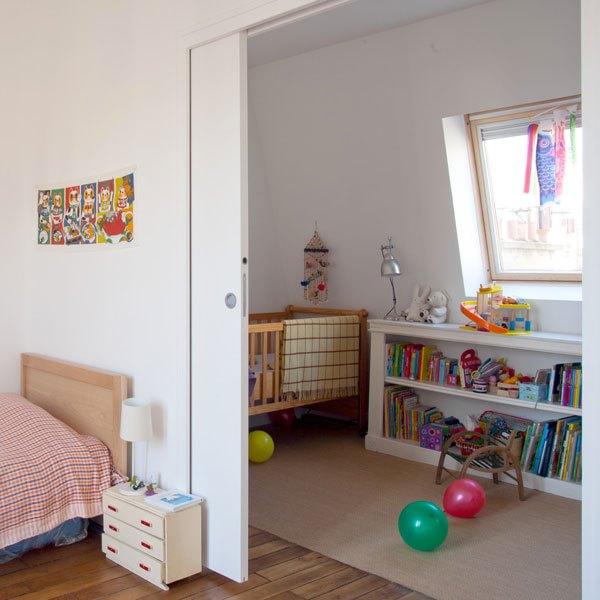 Famiglia numerosa: come ottenere più spazio e ampliare casa muro cartongesso porta scorrevole