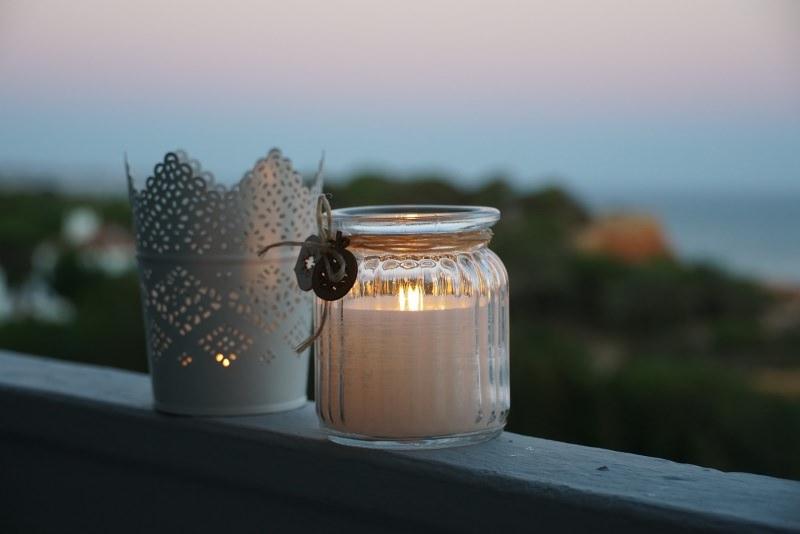 Candelora, come fare candele fai da te per purificare e illuminare casa vasetto vetro luce panorama