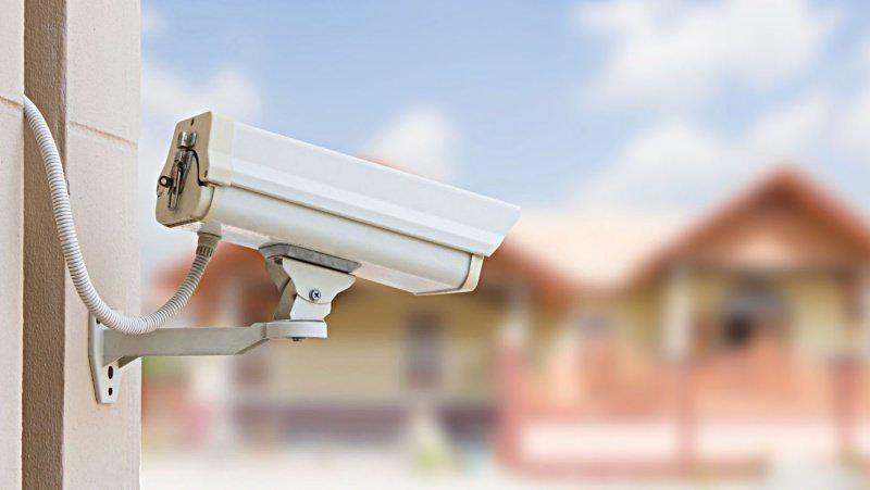 Come difendere la casa: 8 consigli per la sicurezza domestica telecamera sistema videosorveglianza
