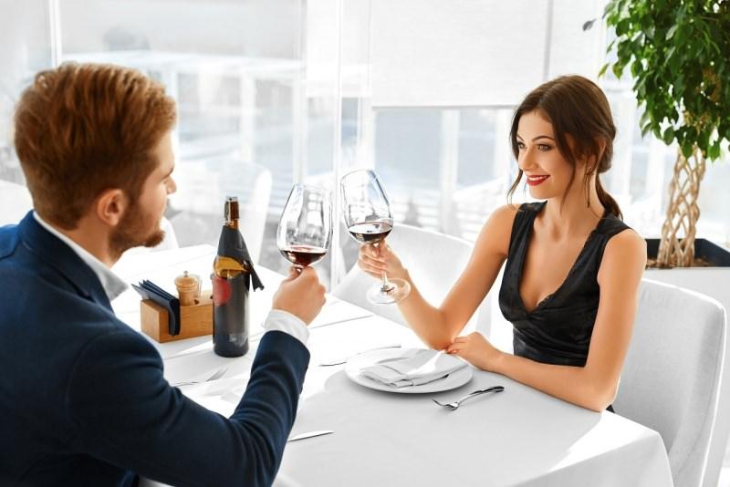cena romantica uomo donna brindisi serata san valentino
