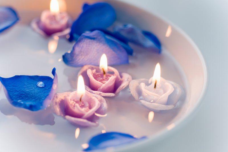 centrotavola ciotola candele galleggianti a forma di rose fiamma accento