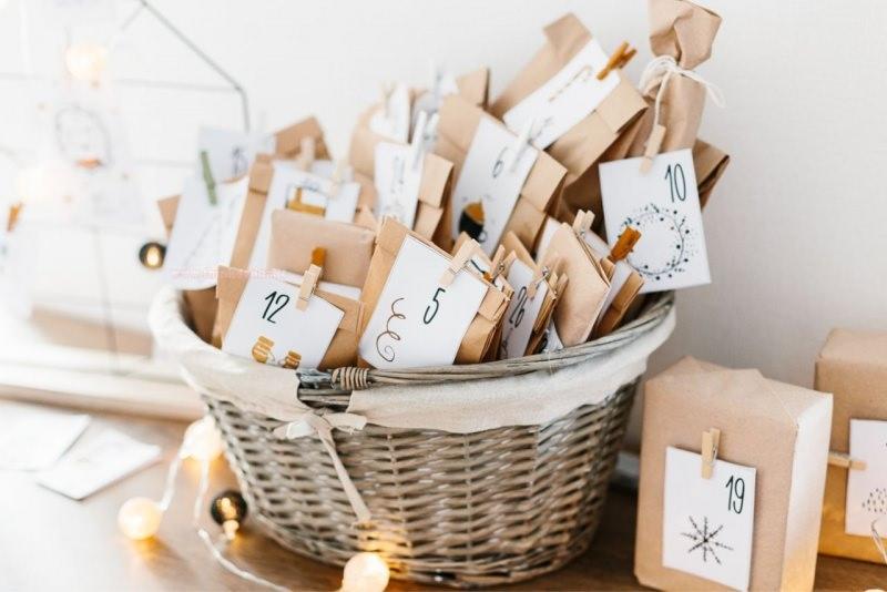particolare cesta calendario avvento pacchetti regalo luci led