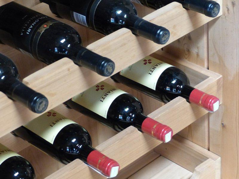 San Valentino: le nostre idee regalo per lui cantinetta porta bottigli vino