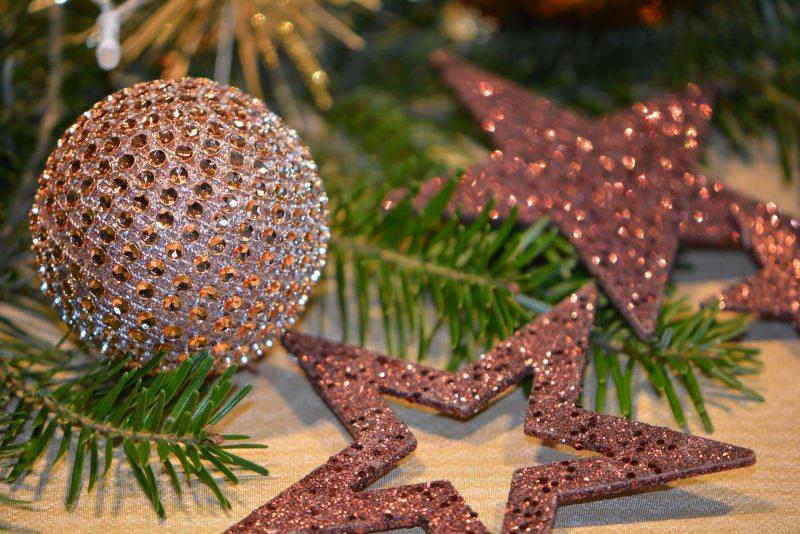 Natale 2018 | Addobbi natalizi| Idee | Colori | Decorazioni rosa stella glitter rami verdi